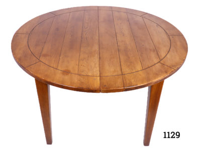 Extendable round oak table with 2 drop in leafs to extend from seating 4 to 10/12 people Unextended measurement 1190mm in diameter. Drop leaf measures 495mm by 1190mm x 2 Main photo of table in circular form without extensions